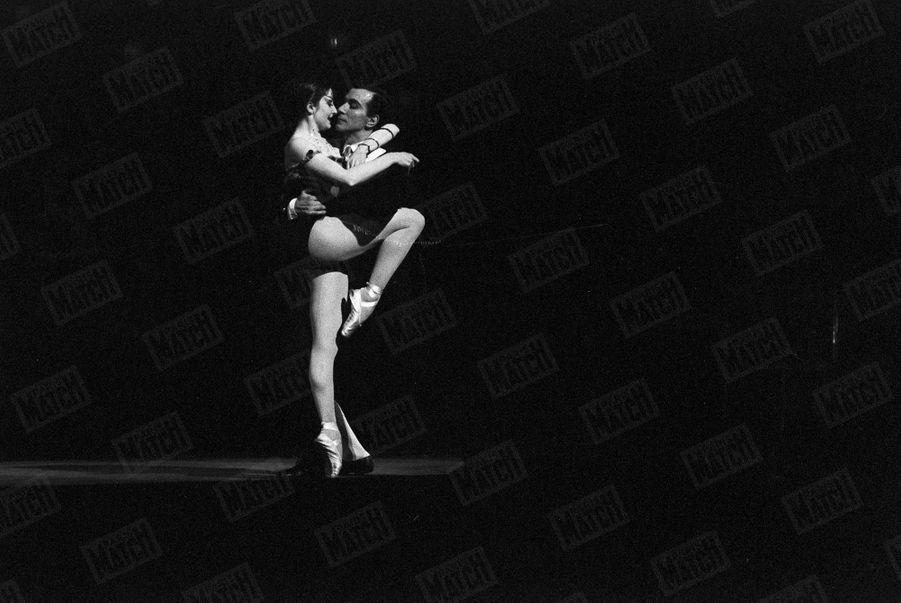 """Zizi Jeanmaire et Roland Petit, dans """"Carmen"""" en février 1958."""