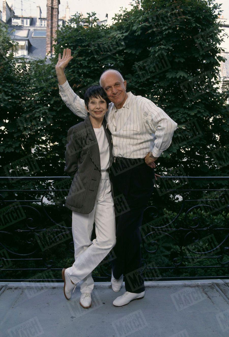 Zizi Jeanmaire et Roland Petit dans leur appartement parisien, en septembre 1992.