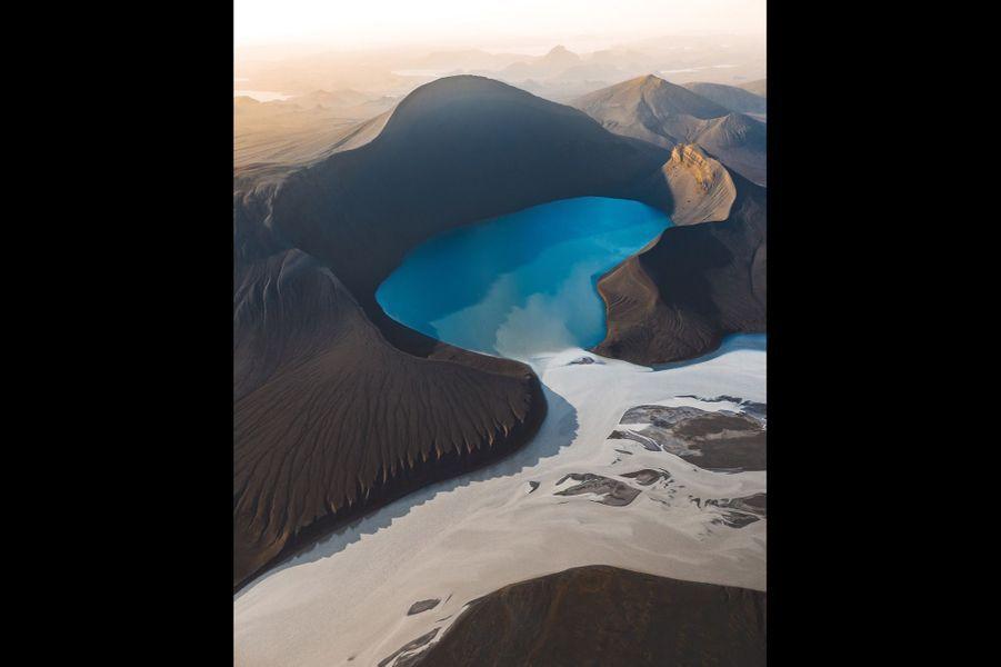 Le Skyggnisvatn, en Islande.