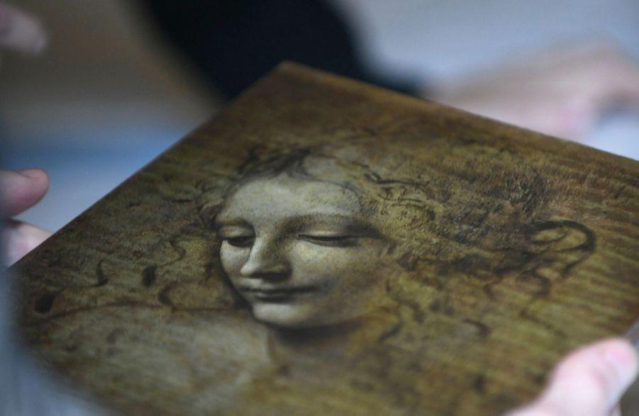« La Scapigliata » (L'échevelée). Vers 1501-1510. Blanc de plomb avec pigment de fer et cinabre.
