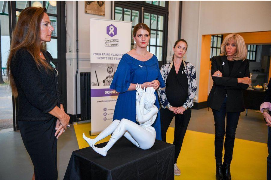 Laurence Jenkell avec Marlène Schiappa,secrétaire d'État chargée de l'Égalité entre les femmes et les hommes , Anne-Cécile Mailfert, présidente de la Fondation des Femmes et Brigitte Macron.