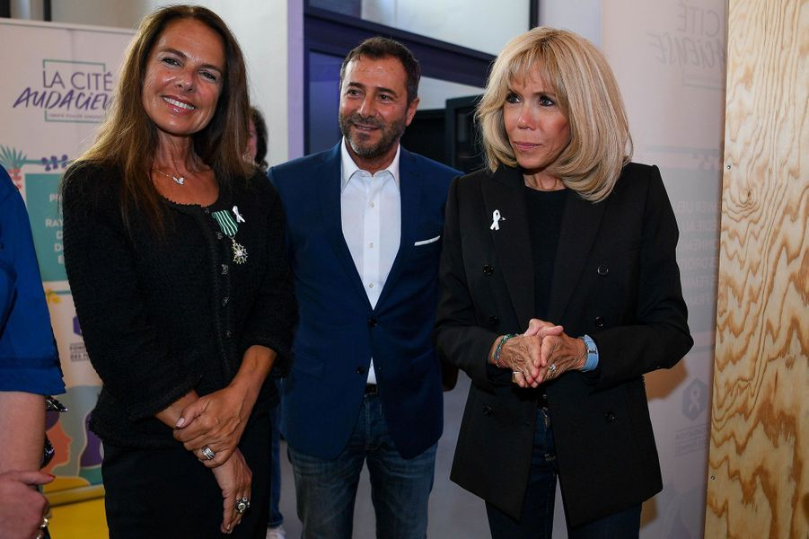 Laurence Jenkell aux côtés de Bernard Montiel et de la Première dame Brigitte Macron.