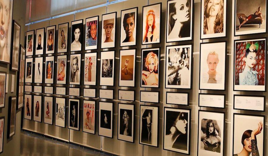 L'exposition Beauty Culture, qui regroupe quelque 170 clichés de photographes de renom tels que David LaChapelle ou Terry Richardson, s'ouvre ce samedi à Los Angeles, et se tiendra jusqu'au 27 novembre. A l'occasion de l'inauguration de l'événement, des beautés aussi diverses que Gisele Bündchen, Halle Berry, Alek Wek ou encore Katie Holmes ont pris la pose pour les photographes.