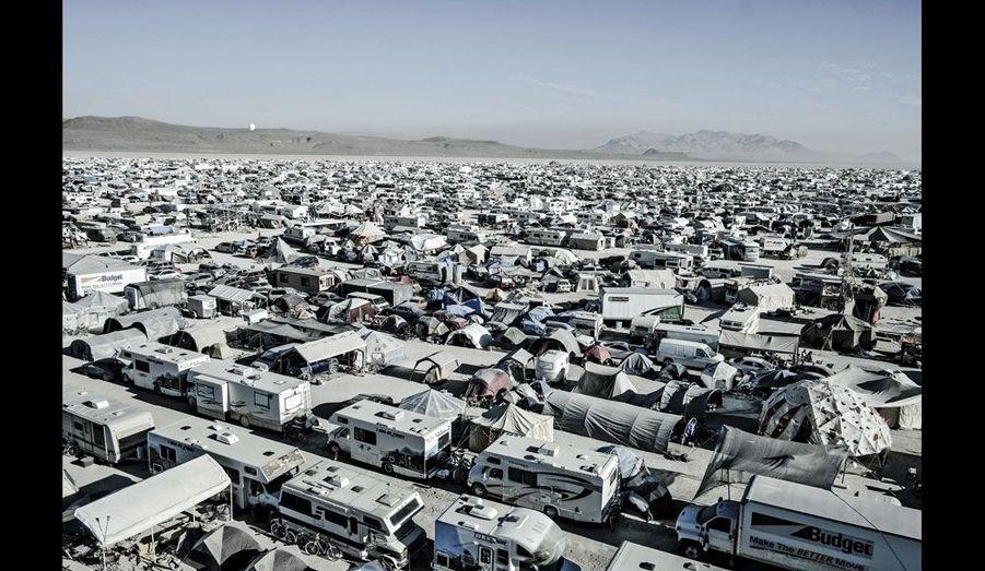 Black Rock City est une ville énorme de mobil-homes et de tentes qui ne dure que l'espace d'une semaine. Elle est entièrement sous contrôle des services de sécurité et de santé de l'Etat du Nevada.