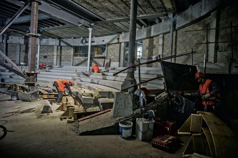 Au sous-sol, le futur auditorium en chantier.