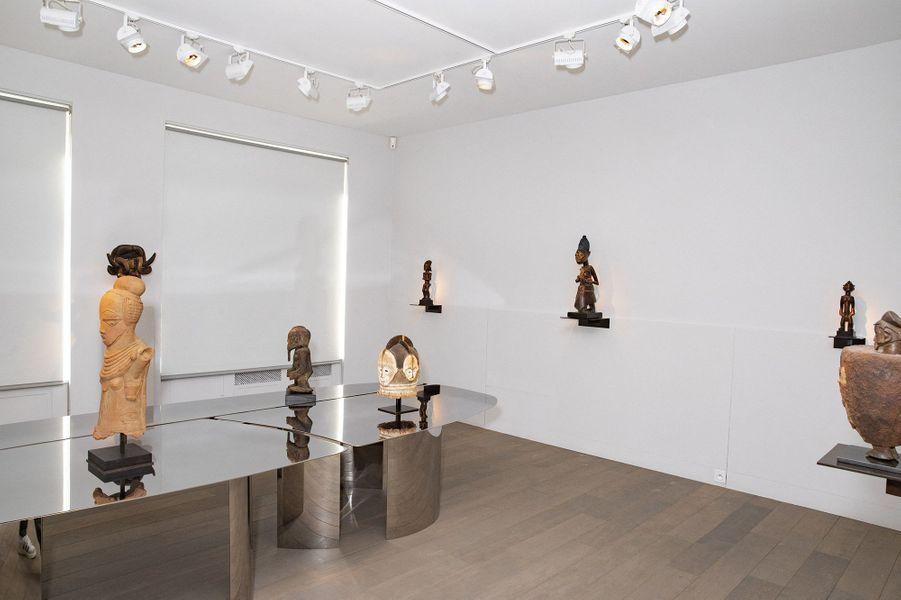 Les pièces de mobilier et de décoration des frères et architectes Daniel et Michel Bismut exposées à la Galerie Lucas Ratton