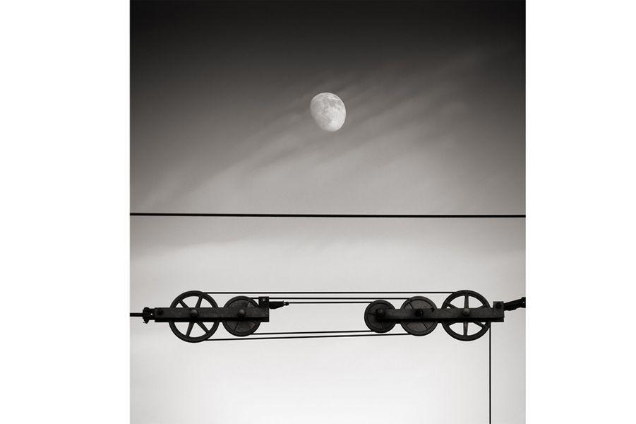 Mécanique céleste – Collection Eurazéo – Paris ©Alexandre Parrot.Lauréat 2011 – «L'équilibre»