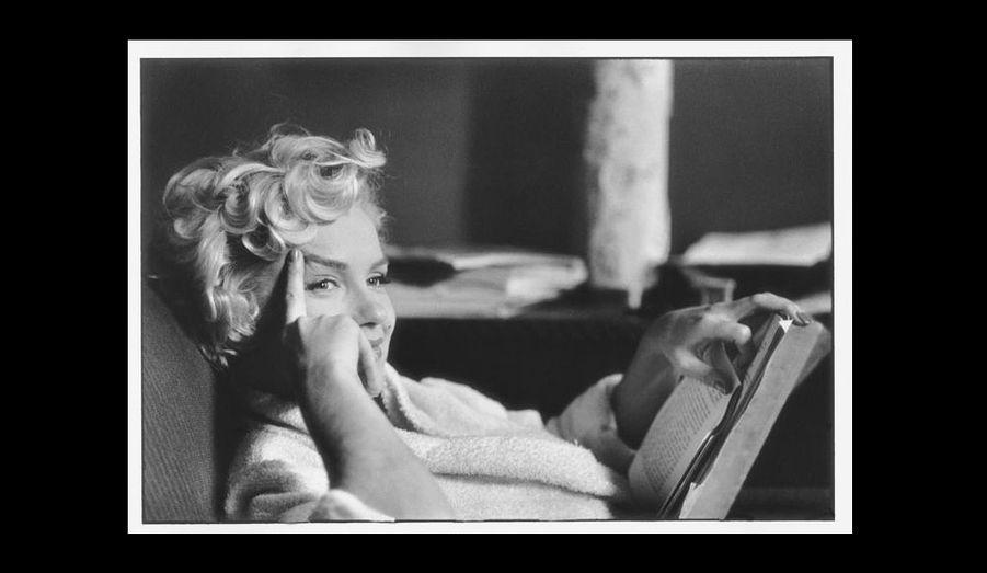 Ancien président de l'agence Magnum dont il est un membre influent depuis 1954, réalisateur de films et d'émissions de télévision comiques, Elliot Erwitt est l'un des maitres de l'art photographique de l'après-Guerre. Les éditions Phaidon lui consacrent une première monographie exhaustive.