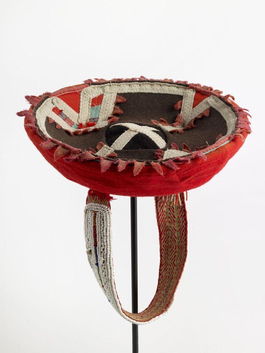 Chapeau de femme 20e siècle Amérique du Sud, Pérou, région de Cusco, Chinchero Perles de verre, laine, coton, fibres végétales.