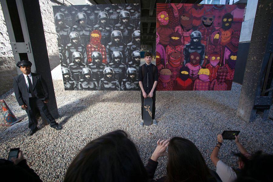 Oeuvre réalisée West 24th Street. Avec ce diptyque accompagné d'un audioguide sur le site officiel de l'artiste, Banksy veut faire revenir le public dans les galeries d'art contemporain, ou plutôt démontrer que l'art contemporain n'est pas forcément dans un lieu fermé.