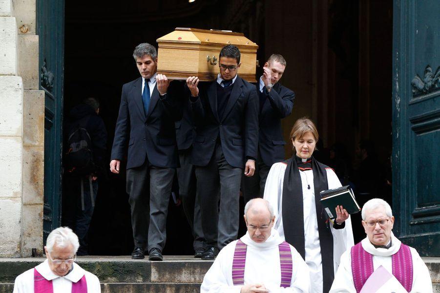 Emotion aux funérailles de Kate Barry