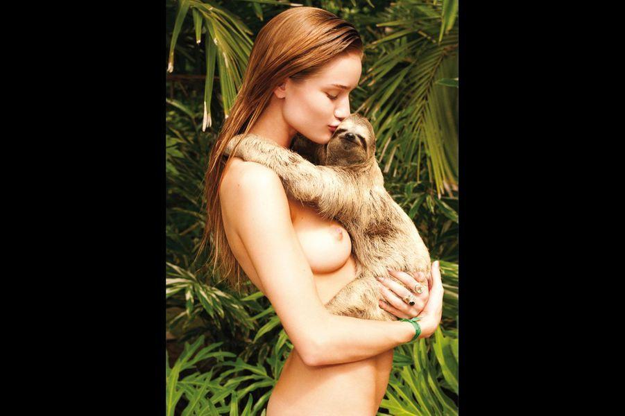 Terry Richardson célèbre le retour à la nature avec Rosie Huntington-Whiteleyet un paresseux à poil.