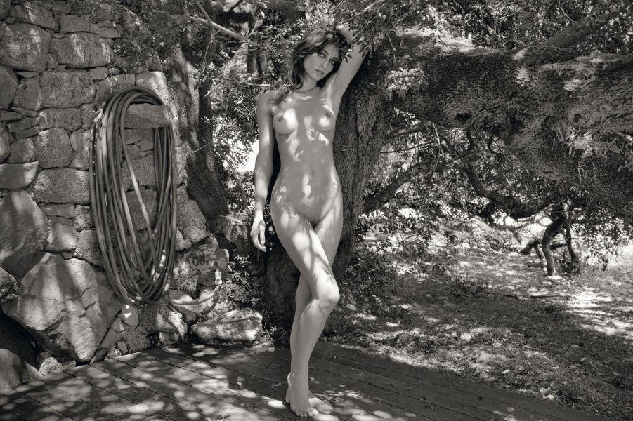"""Le photographe italien Mario Sorrenti célèbre le """"Swoon"""", l'extase, en Corse et ici Margareth Madé."""