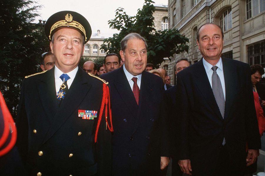 Charles Pasqua et Jacques Chirac, lors de l'inauguration de l'expositation sur la Libération, à Paris en 1994