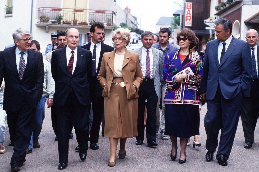 Christine Gouze Renal avec Roget Hanin, Danielle Mitterrand et François Mitterrand à Château Chinon en 1994