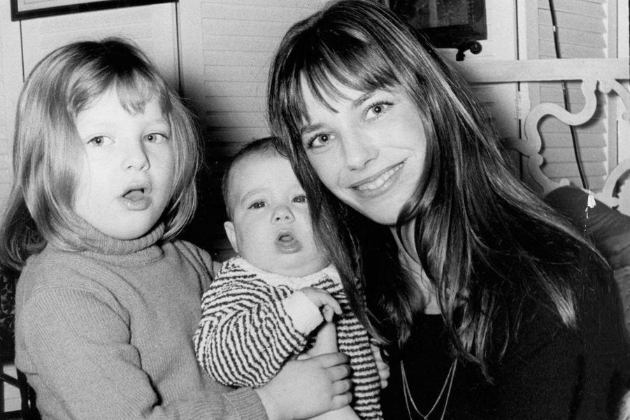 Jane avec Charlotte, encore bébé, et Kate