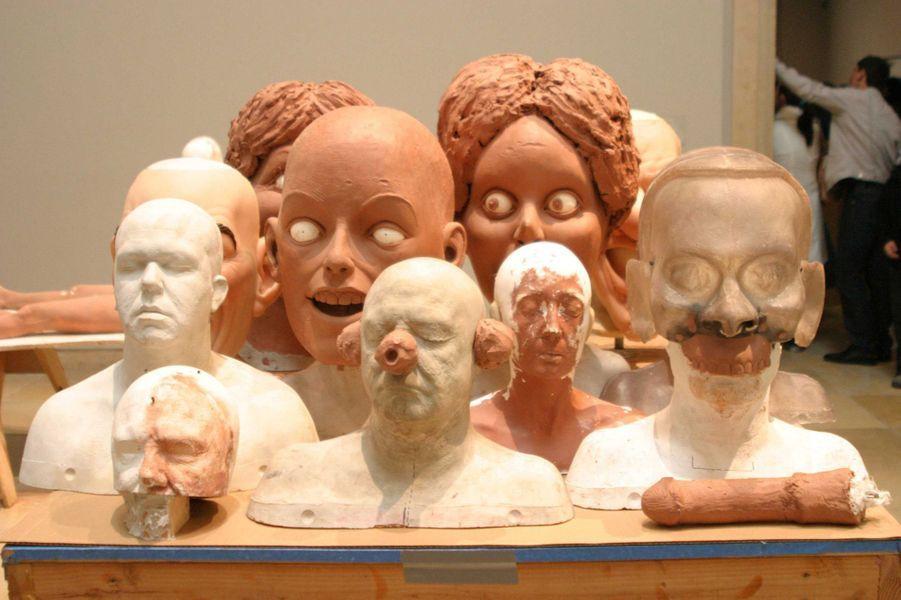 """L'oeuvre """"Heads on the Table"""" de Paul McCarthy, présentée à Munich en juin 2005"""