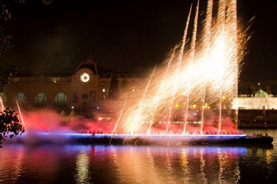 """""""Aventure d'un Soir"""", feu d'artifice devant le Musée d'Orsay, à Paris"""