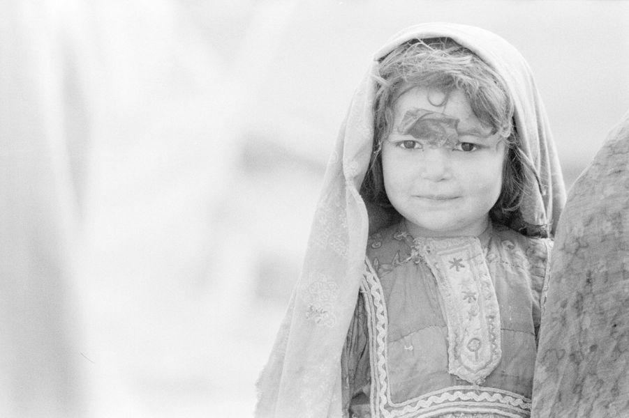 Réfugiés afghans dans deux camps à proximité de Peshawar/village près de la frontière afghane où l'on fabrique des armes.