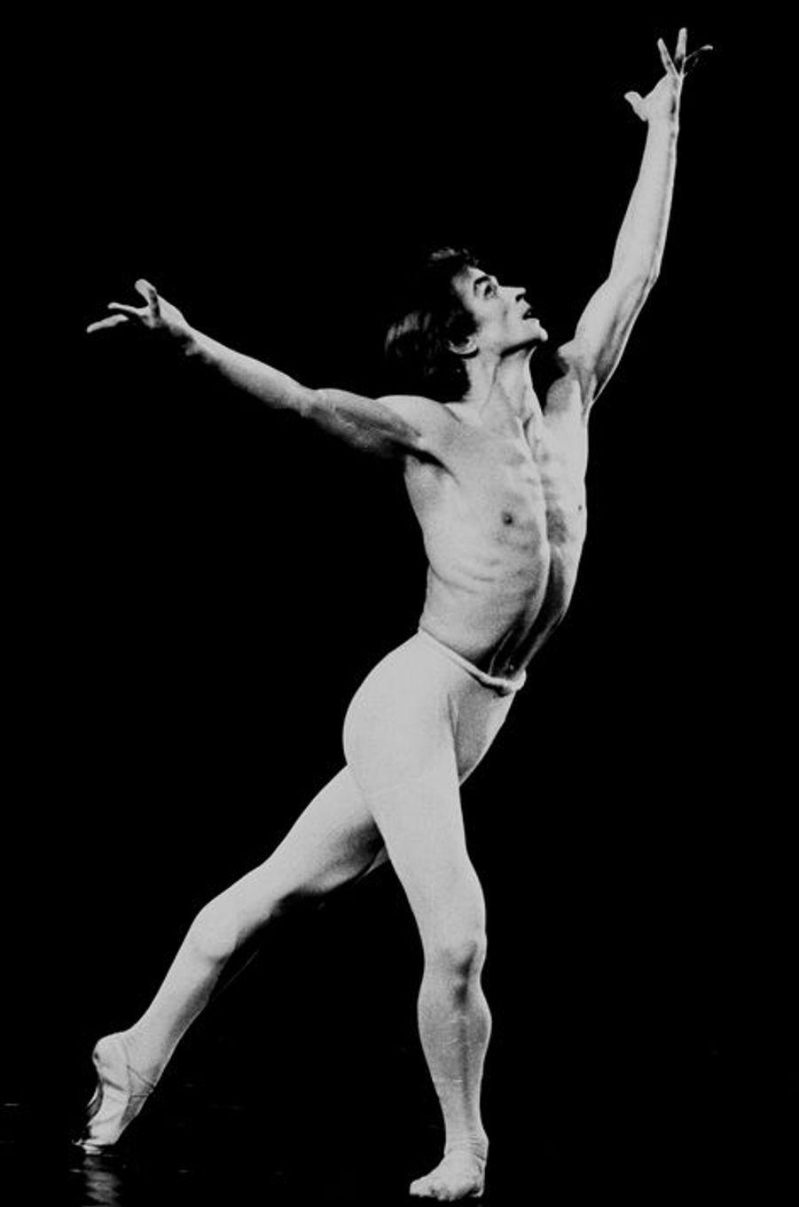 Rudolf Noureev, Apollon Musagète, chorégraphie George Balanchine.