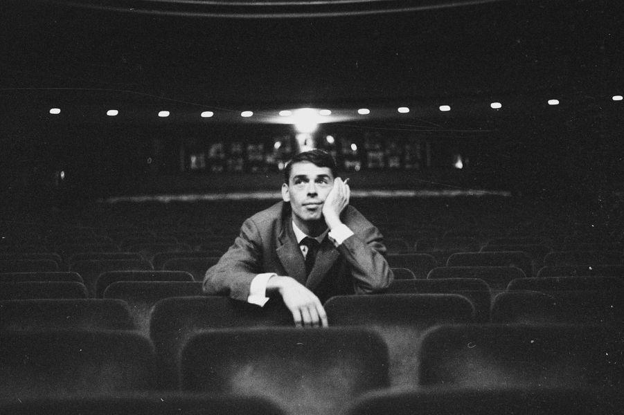Brel, le 17 octobre 1961, ignore qu'il chantera ce soir, à l 'Olympia, dans un contexte tragique : la «dispersion» d 'une manifestation d d'Algériens, qui fera plus de 200 morts. Les personnes appréhendées seront conduites vers un « périmètre de regroupement »  situé devant l'Olympia, mais le public n 'entendra rien de cette chasse à l 'homme.