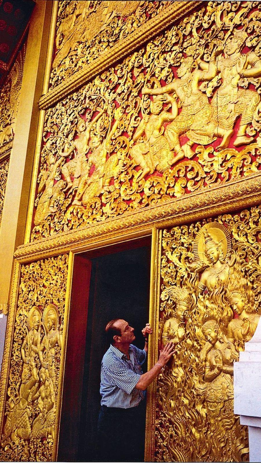 A Luang Prabang, au Laos, en janvier 1994, une parenthèse orientale avant de se lancer à nouveau dans la course présidentielle.