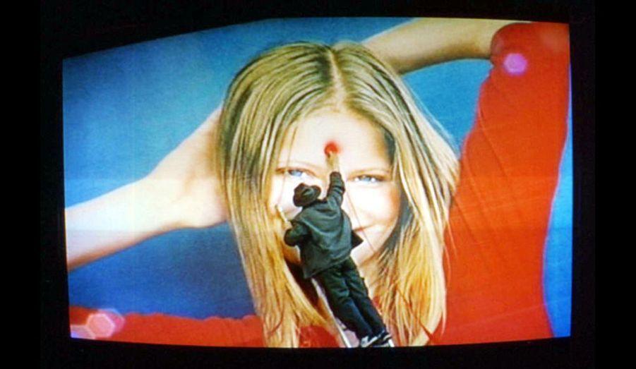 Performance réalisée sur panneau publicitaire à Paris, rue de Rivoli (2001).