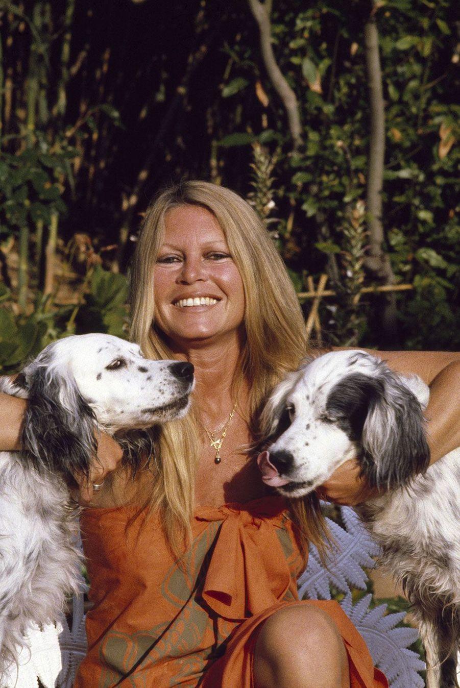 Rendez-vous avec Brigitte Bardot en vacances à Saint-Tropez dans sa maison de la Madrague
