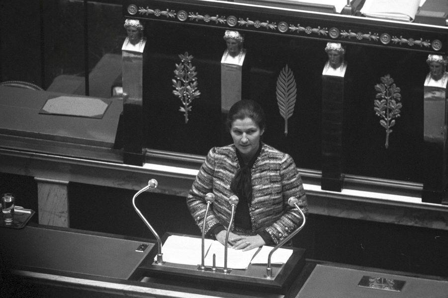 Simone Veil présente son projet de loi sur l'avortement à l'assemblée nationale
