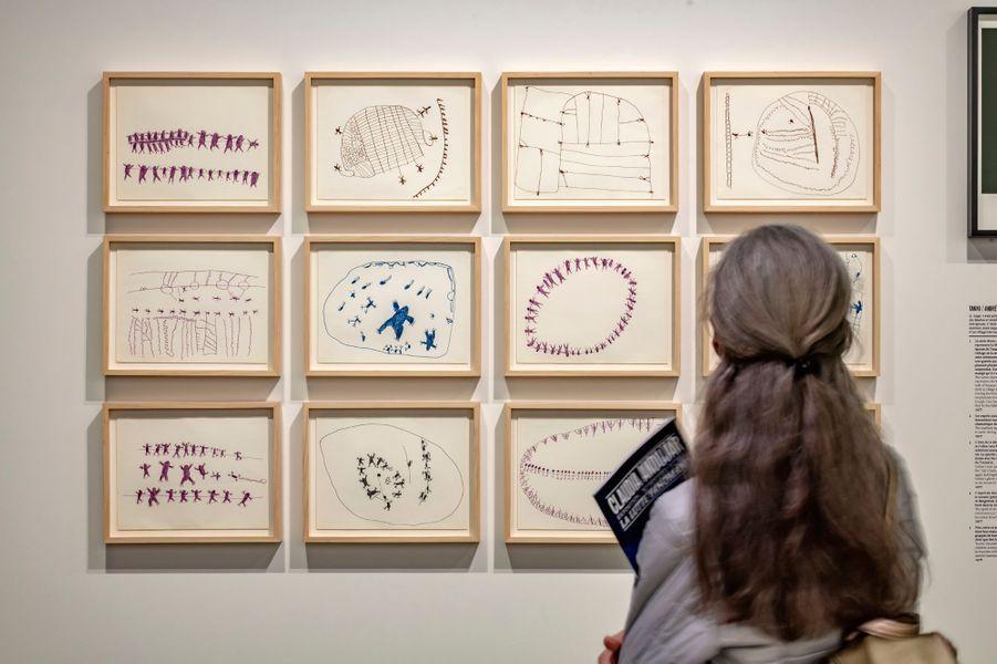 """Exposition """"Claudia Andujar. La lutte Yanomami"""" à la Fondation Cartier pour l'art contemporain. Dessins réalisés par des artistes Yanomami"""