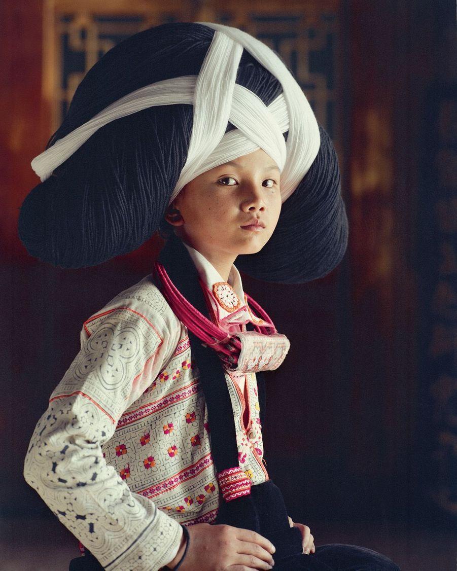 Chine, province du Guizhou. Aujourd'hui en laine, la coiffe de cérémonie des Miao était autrefois fabriquée avec les cheveux des ancêtres.