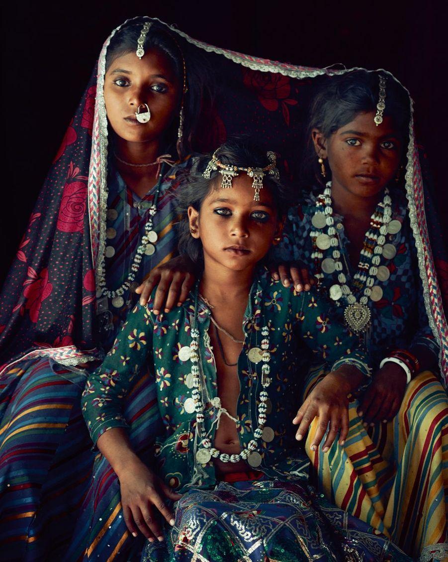 Inde, Etat du Gujarat Chez les Mir, une profusion de broderies et de bijoux faits maison, comme ce cadenas reconverti en anneau nasal.