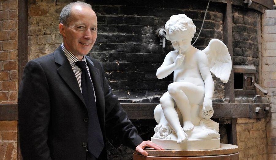 David Caméo est le directeur de la Manufature de Sèvres. Pour lui les deux missions de la Manufacture sont produire et transmettre.