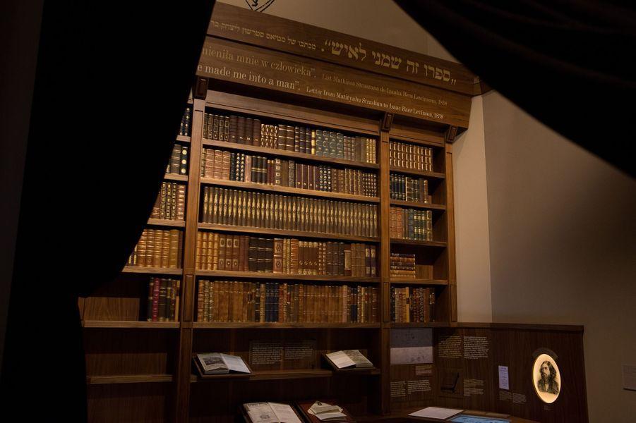 Une bibliothèque qui rassemble les écrits des grands intellectuels juifs polonais au 19e siècle.