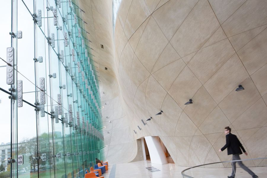 Construit par deux architectes finlandais Ilmar Lahdelma et rainer Mahlamaeki, le musée a coûté 67 millions de dollars.