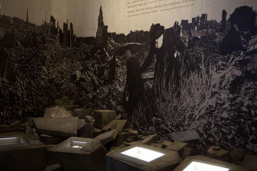 La galerie retraçant l'histoire des survivants de l'Holocauste après la Seconde guerre mondiale. Dès la fin de la guerre, ceux qui avaient traversé l'horreur ont voulu honorer la mémoire de ceux qui ont péri.