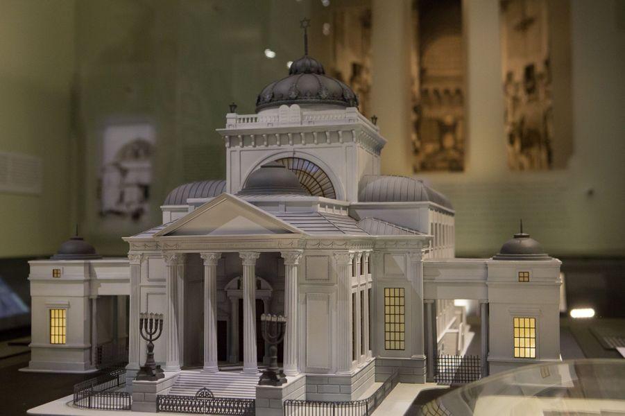 Une maquette de la grande synagogue de la rue Tlomackie au 18e siècle.