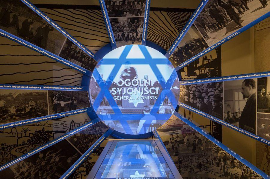 Dans la rue Juive, un panorama photographique évoque les combats politiques d'avant-guerre, entre sionisme et socialisme.
