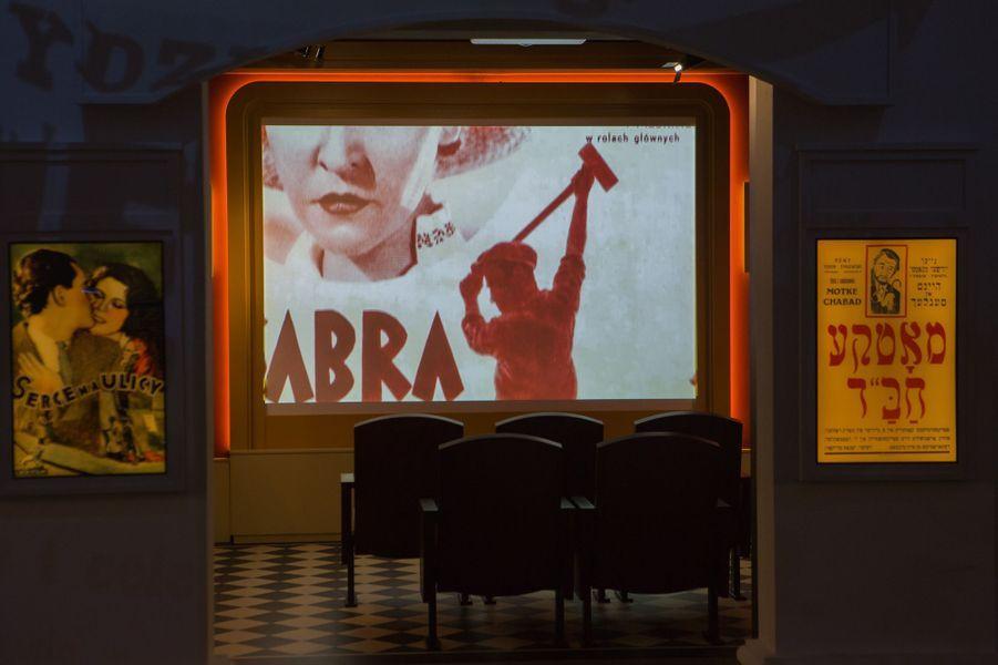 Une cinéma reconstitué dans la rue Juive.