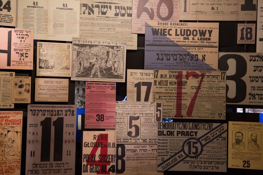 La presse et des tracts politiques illustrent le bouillonnement idéologique et culturel dans la Pologne d'avant-guerre.
