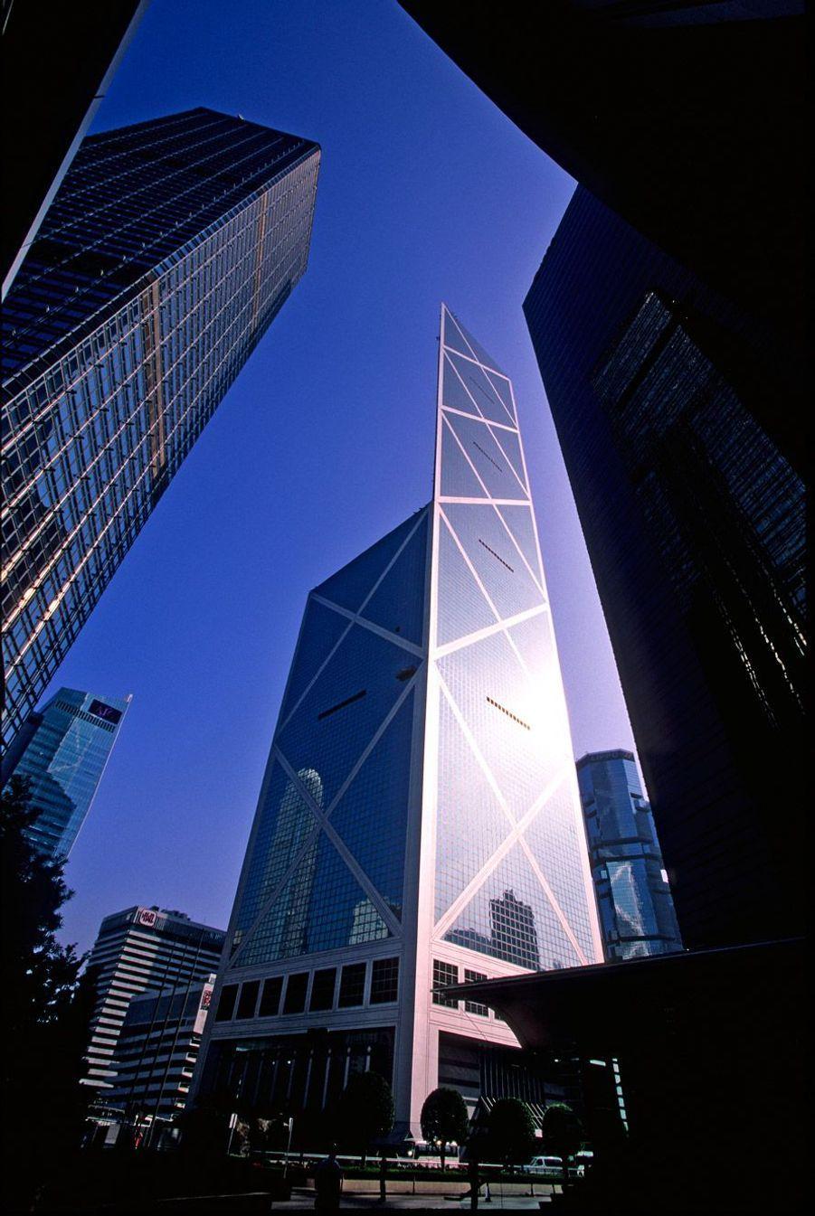 La tour de la Banque de Chine, à Hong-Kong, a été achevée en 1990.