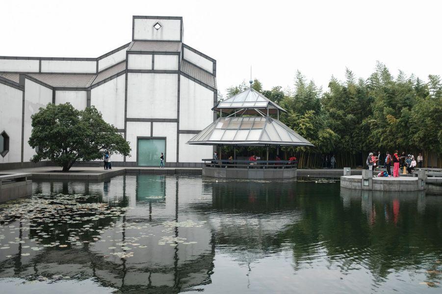 Le musée de Suzhou, en Chine, a été achevé en 2006. Enfant, le futur architecte avait été émerveillé par les jardins de cette cité de l'est de la Chine.