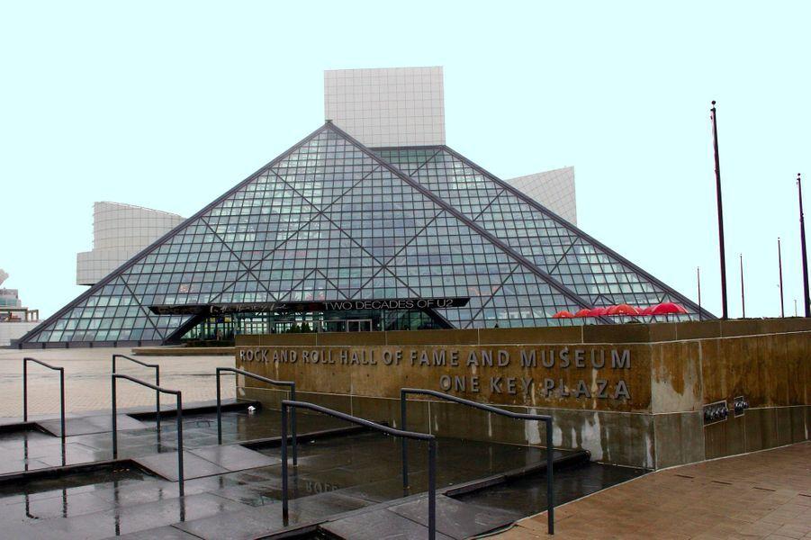 Le Rock'n Roll Hall of Fame à Cleveland, dans l'Ohio, a été achevé en 1995.