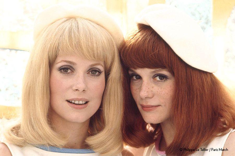 A défaut d'être d'authentiques sœurs jumelles nées sous le signe des Gémeaux, comme à l'écran, Catherine Deneuve (Balance) et Françoise Dorléac (Bélier) pourraient difficilement cacher leur air de famille, même sous des perruques.