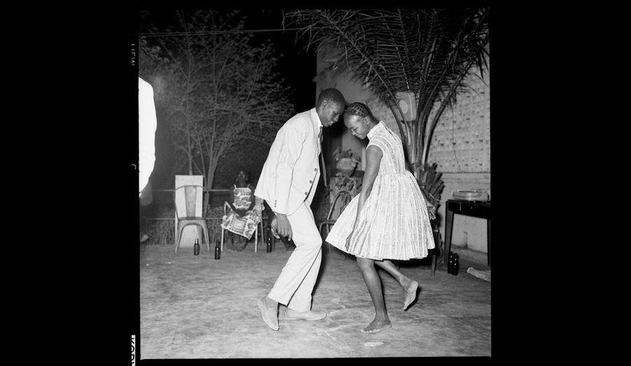 « Nuit de Noël, 1963 », de Malick Sidibé.
