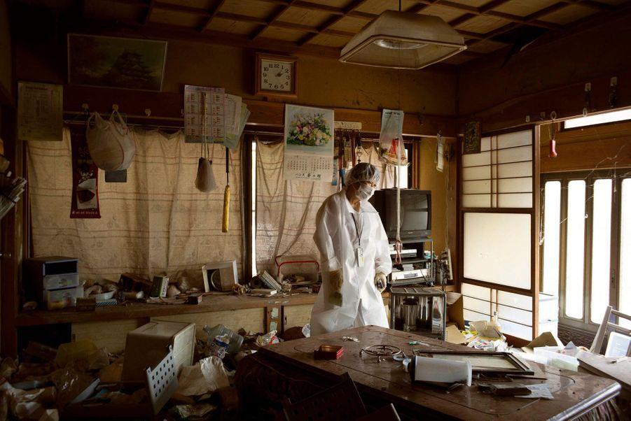 Le 11mars 2011, à la suite d'un tremblement de terre de magnitude9 et du tsunami qui a suivi, trois réacteurs de la centrale nucléaire de Fukushima ont explosé. 32millions de Japonais ont été exposés aux radiations. On craint 10000cas de cancers liés à la catastrophe.