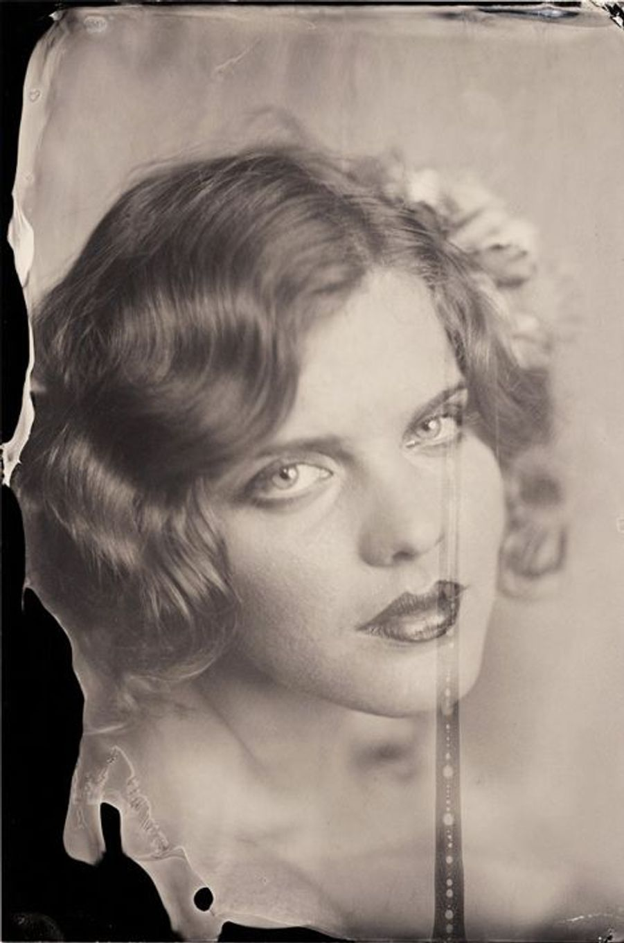 «Sur cette photo, la faible profondeur de champ de la lentille apparaît à l'œil nu : le cou est flou, ainsi que la partie droite de ses cheveux, tandis que le visage est bien net. Avec la mannequin Syrie Moskowitz. 2014»