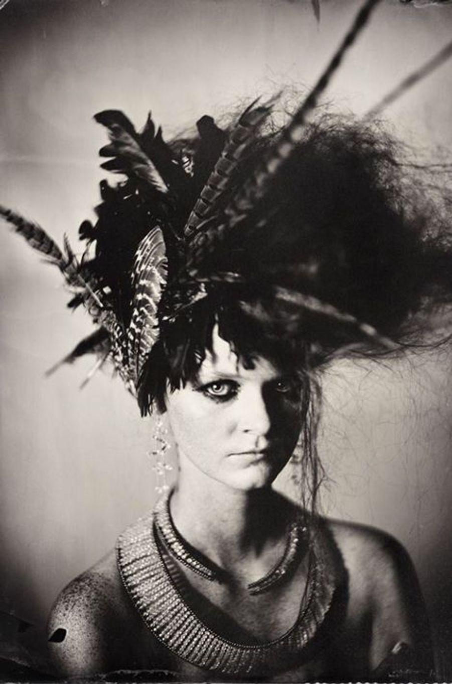 «J'ai voulu photographier la top model Estyn Hubert de manière sauvage… et voilà le résultat, imaginé par le coiffeur Yasutaké Kosaka, la maquilleuse Cheyenne Timperio, la styliste Cynthia Altoriso. Il fallait se dépêcher de prendre la photo parce que malgré la laque, les cheveux commençaient à s'effondrer. 2015»
