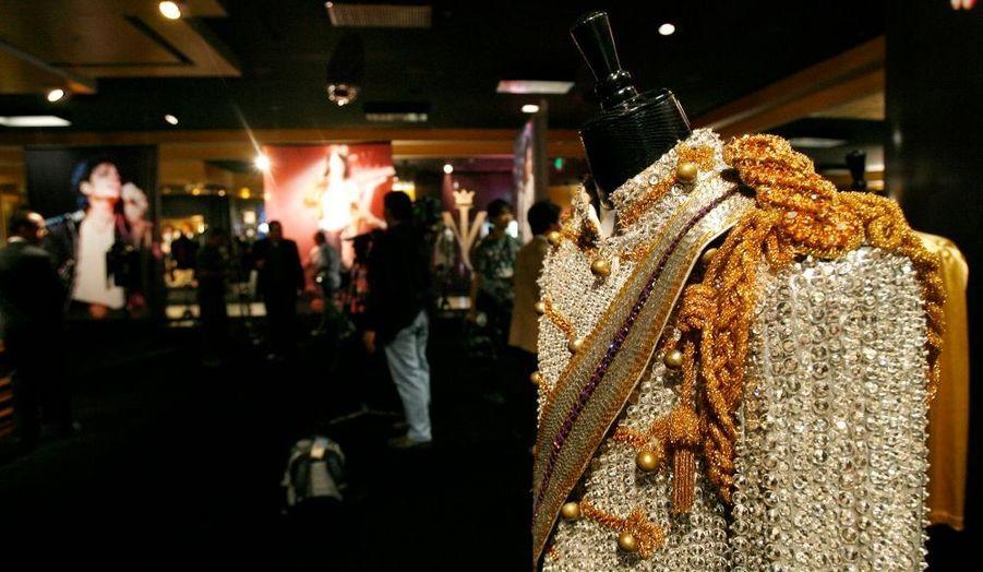 Une autre veste, comme le chanteur en compte par dizaines...