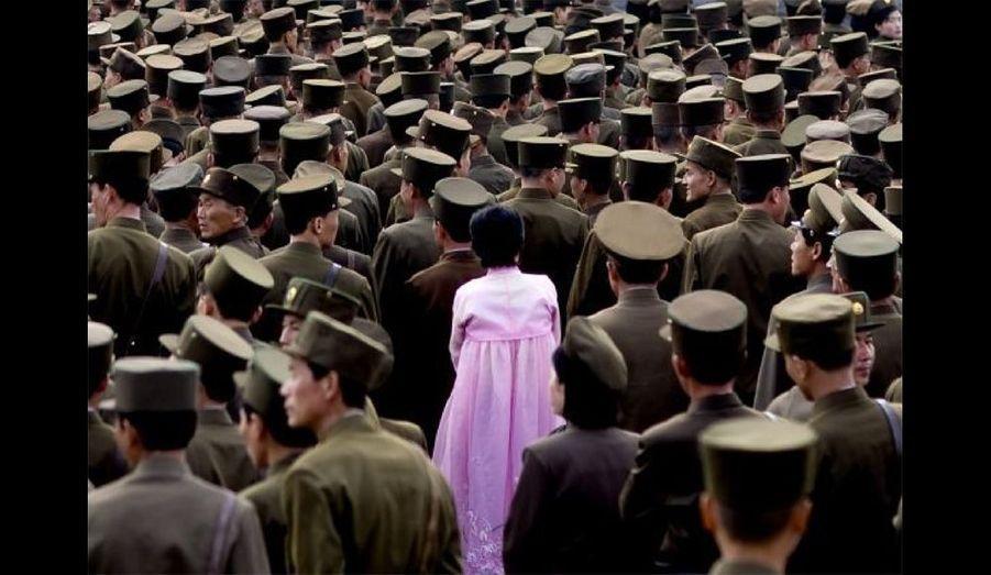 Même en 2008, le pays de Kim Jong-il ne se laisse pas photographier facilement. Eric Lafforgue était en permanence «épaulé», «accompagné», «guidé». Aussi, c'est en jouant de ruse, de confiance acquise au fil de ses nombreux séjours en Corée du Nord qu'une telle image a pu être prise. En apparence anecdotique, elle a nécessité toute la diplomatie du photographe pour être prise.